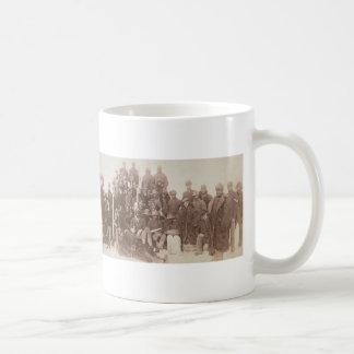 Fotografía del vintage de los soldados 1890 del bú taza