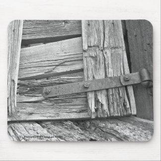 Fotografía dilapidada de la puerta del corral alfombrilla de ratones