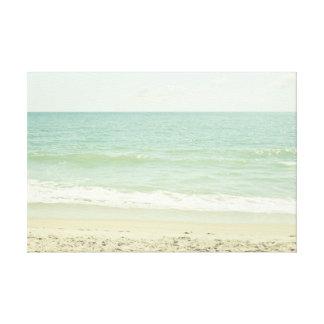 Fotografía en colores pastel de la playa de la ver impresion en lona