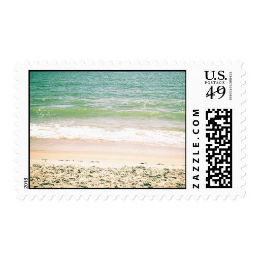 Fotografía en colores pastel de la playa de las timbre postal