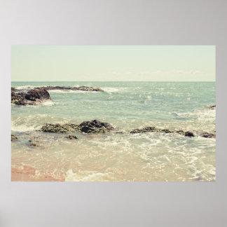 Fotografía en colores pastel de la playa del océan póster