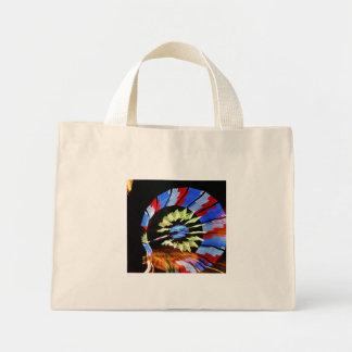 Fotografía justa colorida de la luz de neón del pa bolsa tela pequeña
