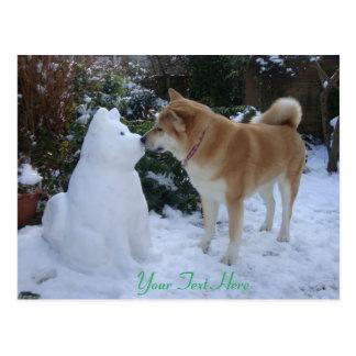 fotografía linda de Akita del muñeco de nieve de Tarjetas Postales