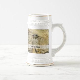 Fotografía linda del meerkat jarra de cerveza