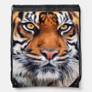 Fotografía masculina de la pintura del tigre mochila