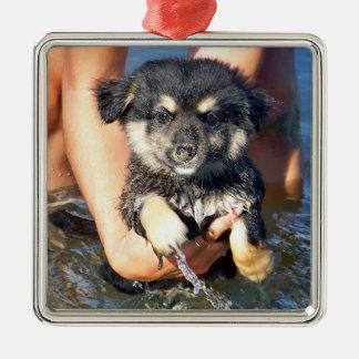 Fotografía mullida linda del perro de perrito adorno navideño cuadrado de metal