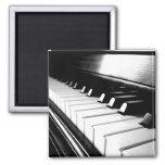 Fotografía negra y blanca con clase del piano iman para frigorífico