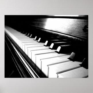 Fotografía negra y blanca con clase del piano póster