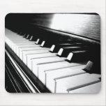 Fotografía negra y blanca con clase del piano tapete de raton