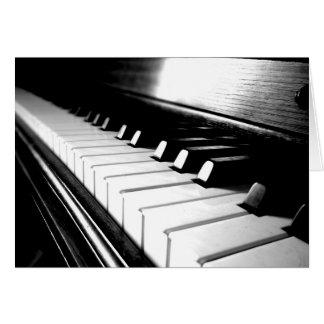 Fotografía negra y blanca con clase del piano tarjeton