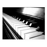 Fotografía negra y blanca con clase del piano tarjetas postales