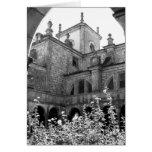 Fotografía negra y blanca del patio viejo felicitaciones
