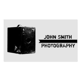 Fotografía negra y gris de la cámara de caja del v tarjetas de visita
