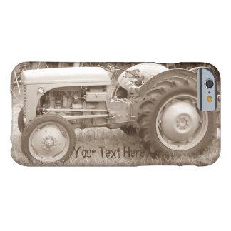 Fotografía retra del tractor gris del vintage funda barely there iPhone 6