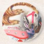 Fotografía rosada y blanca del caballo del carruse posavasos manualidades