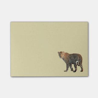 Fotografía salvaje manchada del gato del leopardo notas post-it®