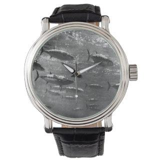 Fotografía subacuática blanco y negro del atún relojes de pulsera