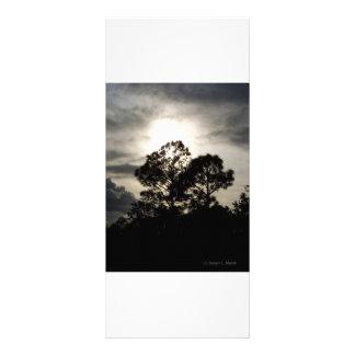 Fotografía surrealista blanco y negro de los árbol tarjeta publicitaria personalizada