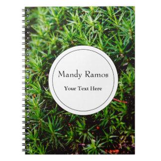 Fotografía verde del primer del musgo libro de apuntes