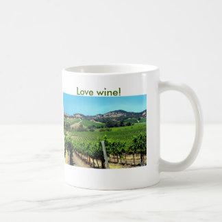 fotografía verde del viñedo taza básica blanca