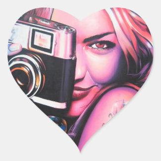Fotógrafo del chica de la pintada colcomanias corazon