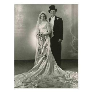 Fotos románticas antiguas de novia y del novio del postal