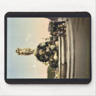 Fountain of the Three Graces, Montpelier, France v Mousepad