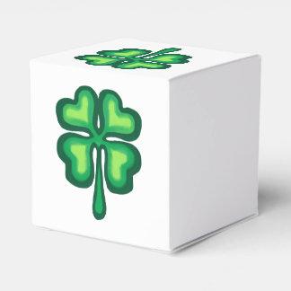 Four leaf clover for St Paricks Day Favor Box