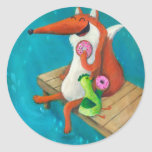Fox amistoso y pollo que comen los anillos de pegatina redonda