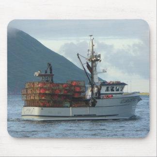 Fox ártico, barco del cangrejo en el puerto holand mouse pads