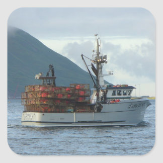 Fox ártico, barco del cangrejo en el puerto pegatina cuadrada