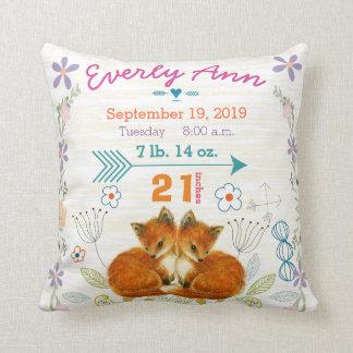 Fox de las criaturas del arbolado de la niña del almohadas