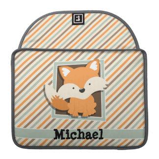 Fox del arbolado; Verde salvia, naranja, rayas de Fundas Para Macbook Pro