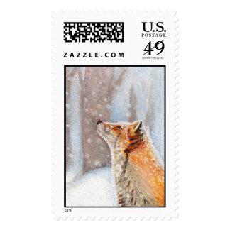 Fox en el franqueo de la nieve