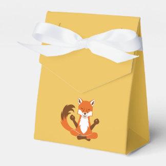 Fox en una actitud de la yoga caja para regalo de boda