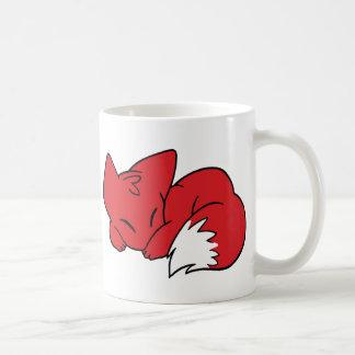 Fox encrespado el dormir taza clásica