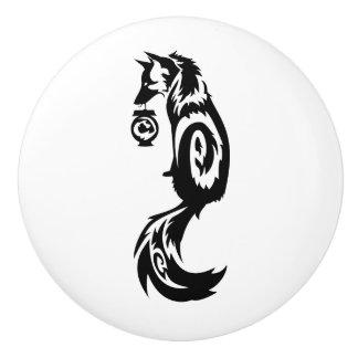Fox Kitsune tribal con la linterna del alcohol Pomo De Cerámica