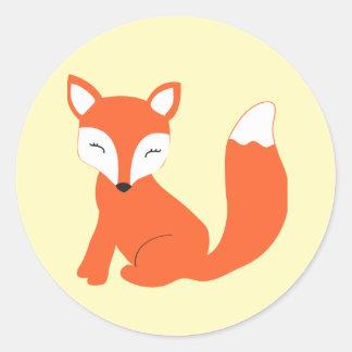 Fox lindo del bebé del arbolado pegatina redonda