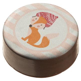 Fox lindo del invierno del arbolado