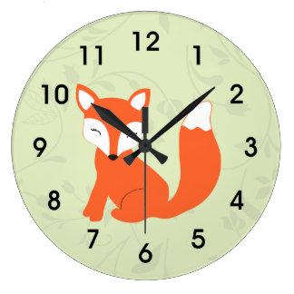 Fox lindo verde del bebé del arbolado reloj redondo grande