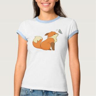 Fox lindo y mariposa playera