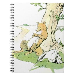 Fox Napping que se inclina contra árbol Libro De Apuntes Con Espiral