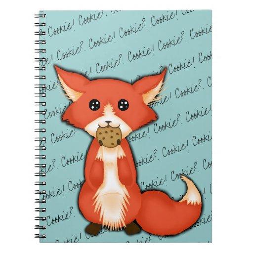 Fox observado grande lindo que come una galleta libretas espirales