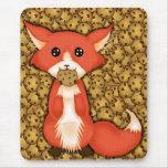 Fox observado grande lindo que come una galleta alfombrillas de ratones