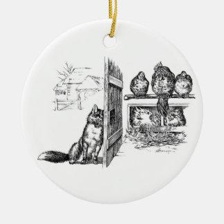 Fox que escucha detras de las puertas en pollos adorno redondo de cerámica