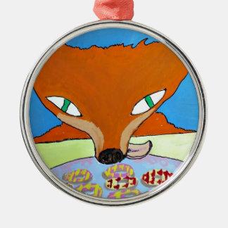 Fox que intenta robar algunas galletas astutas ornamente de reyes