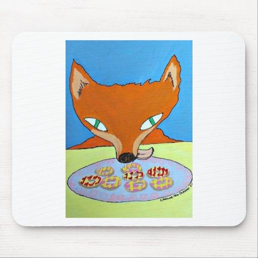 Fox que intenta robar algunas galletas astutas mousepads