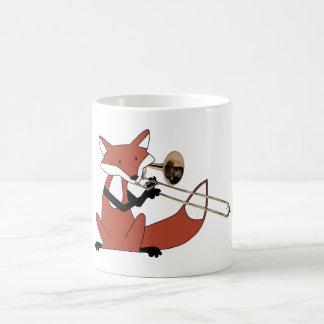 Fox que juega el Trombone Tazas De Café