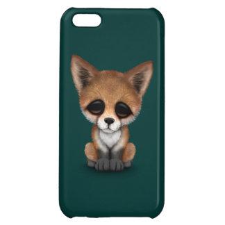 Fox rojo lindo Cub en azul del trullo