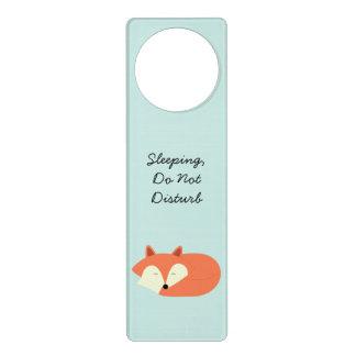 Fox rojo soñoliento colgador para puerta